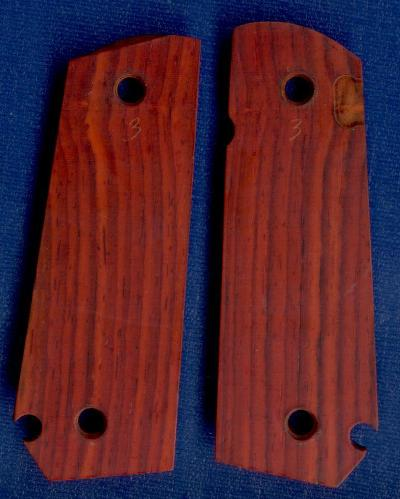 CHECKERED ROSEWOOD 1911 BOBTAIL GRIPS